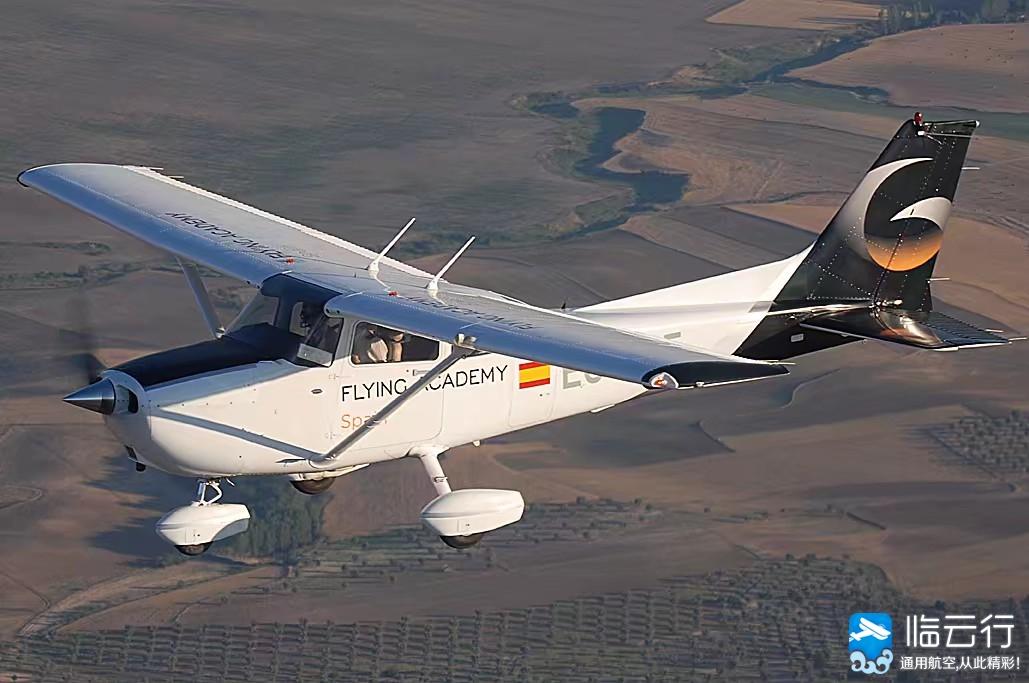 云识百科|来瞧瞧国产小鹰700飞机长什么样 - 临云行 - 【临云行】·